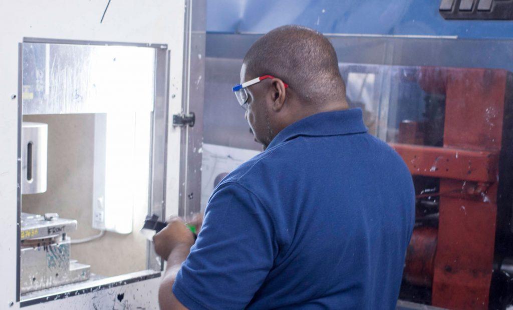 plastic injection mold technician